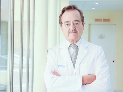 Dr Macaya 400x300