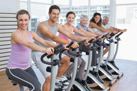 gente en bici artrosis