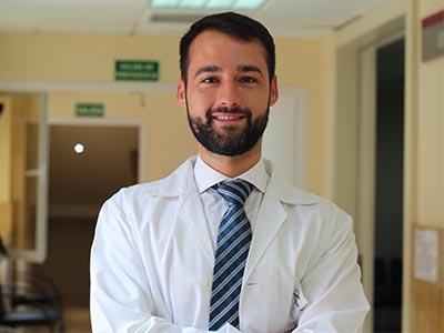 Dr. Hugo de la Rosa perfil